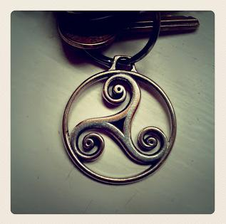 A picture of a triskele keyring