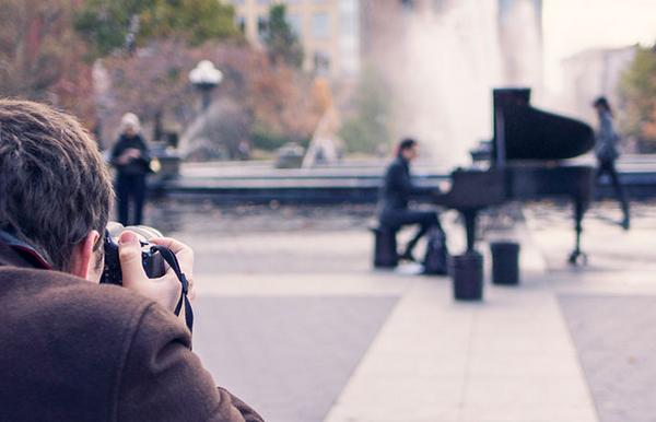 A picture of a piano and photographer