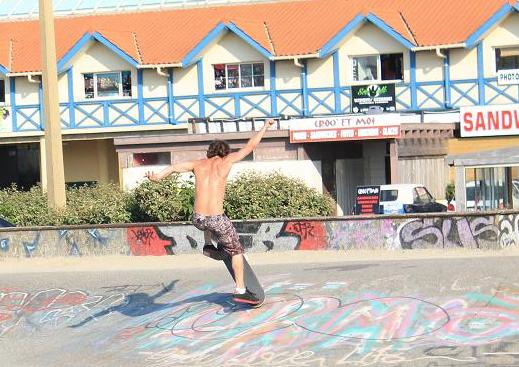 A picture of a skateboarder