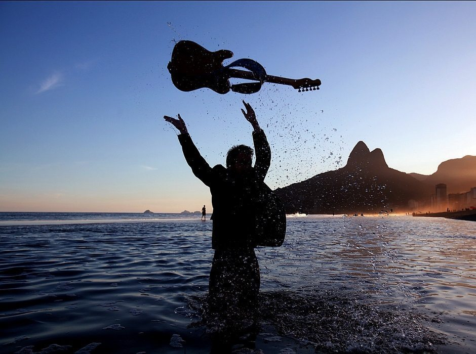 guitar in sea