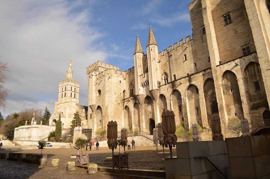 Une Femme au soleil, Avignon