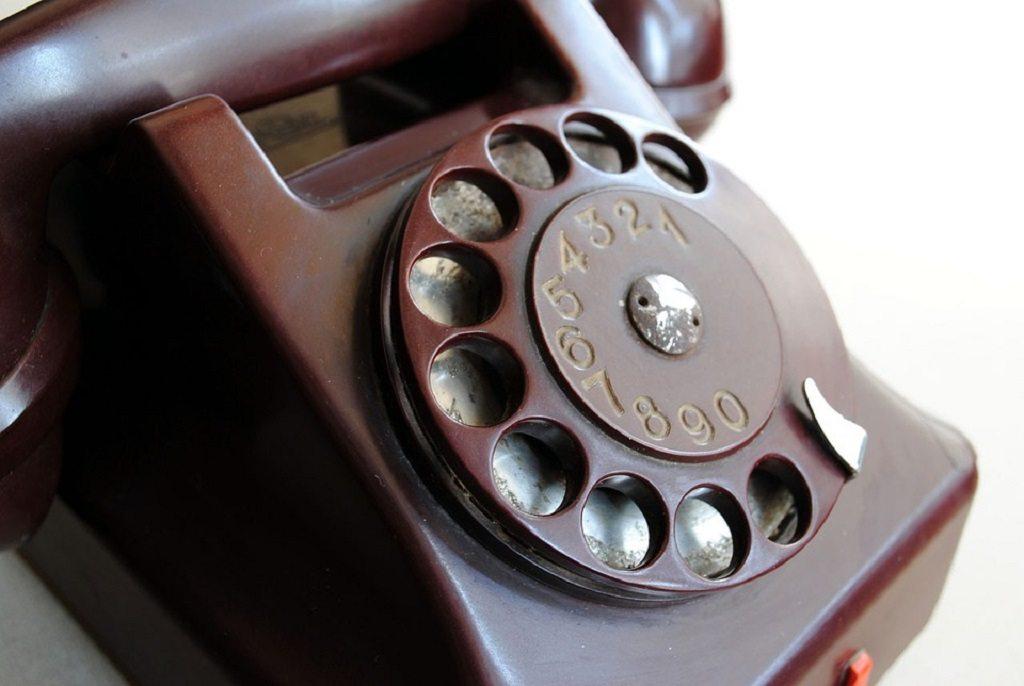 antique phone, smartphone exercises