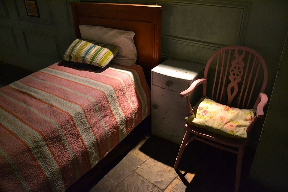 Single bed, single life