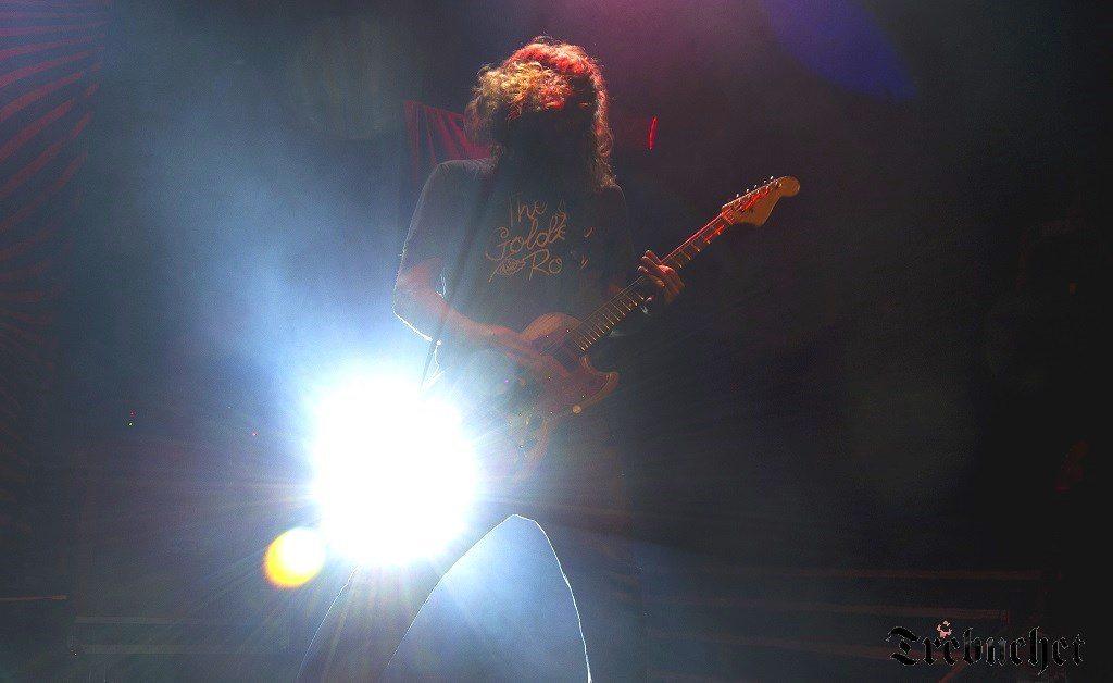 red-fang-guitar-2