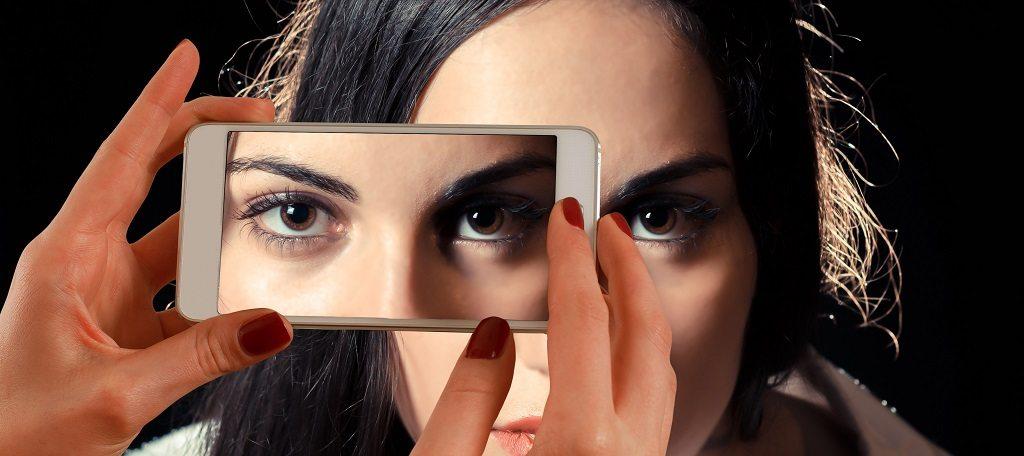 Smartphone face woman