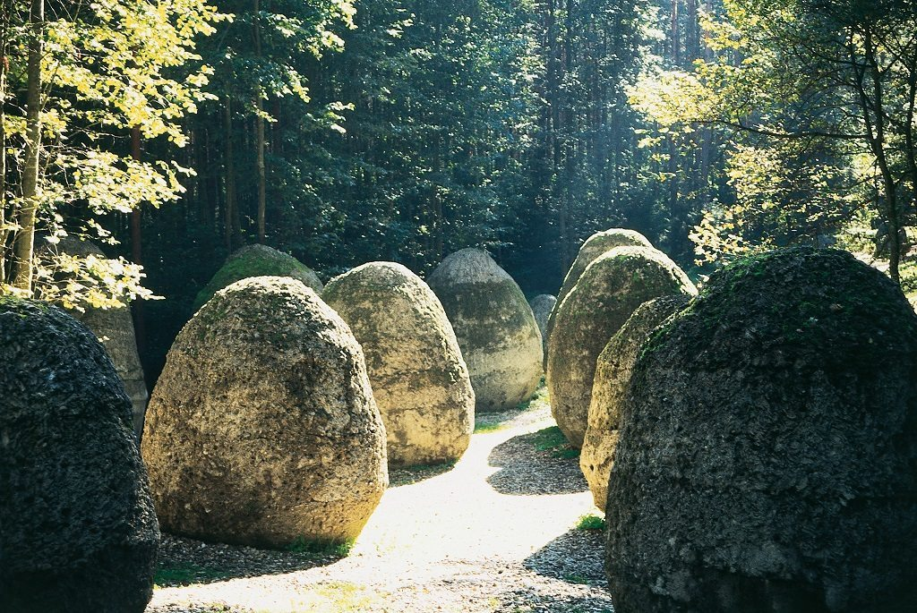 """Magdalena Abakanowicz """"Space of Unknown Growth"""", Europos Parkas, Lithuania"""